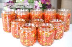 Kışlık Domates Turşusu Tarifi - Malzemeler : 5 kg domates, 1 kg acı sivri biber, 1 su bardağı zeytinyağı, 3 adet limonun suyu, 10-15 diş sarımsak, Salamura tuzu (tadı normal yediğinizden biraz daha tuzlu olacak kadar).