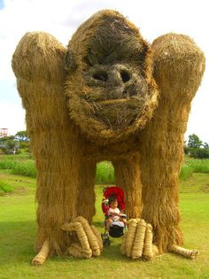 Japanese+Straw+Art | ... can really begin to appreciate the shear size of these straw beasts