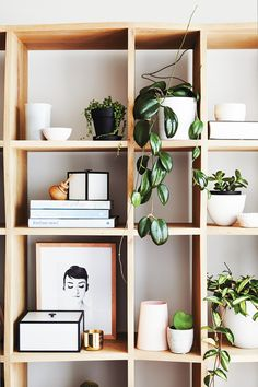 Contemporary style meets traditional Art Deco, in this sophisticated, inviting Scandinavian-influenced family home. Cubes, Etagere Cube, Living Room Decor, Living Spaces, Interior Styling, Interior Design, Interior Plants, Interior Modern, Cube Shelves