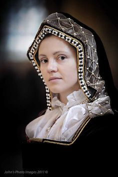 Version of an early Tudor Period Hood. Nicely done!