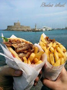 delicius greek pita gyros - Mandraki port