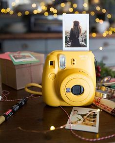 It's Head to your local UO to receive a limited edition Fuji tote with any in-store Fuji purchase, while supplies last. Polaroid Camera Pictures, Polaroid Camera Instax, Pictures Of Cameras, Vintage Polaroid Camera, Instax Mini 9, Fujifilm Instax Mini, Instax Mini Ideas, Camera Photography, Yellow Photography