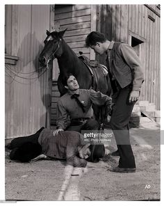 THE LIFE AND LEGEND OF WYATT EARP - 'The Nice Ones Always Die First' - Airdate: April 2, 1957. (Photo by ABC Photo Archives/ABC via Getty Images) L-R: ZON MURRAY; HUGH O'BRIAN; MASON ALAN DINEHART