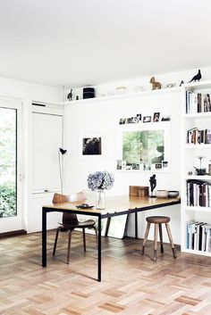 This Artist's Home Is Edited to Perfection via @MyDomaine