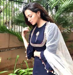 Alvida jumma Mubarak to all Indian Attire, Indian Wear, Pakistani Outfits, Indian Outfits, Ethnic Fashion, Indian Fashion, Suit Fashion, Fashion Dresses, Salwar Pattern