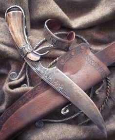 """Knife """"Jaromil"""" Cool Knives, Knives And Tools, Knives And Swords, Cable Acier, Hand Forged Knife, Diy Knife, Blacksmith Projects, Knife Handles, Handmade Knives"""