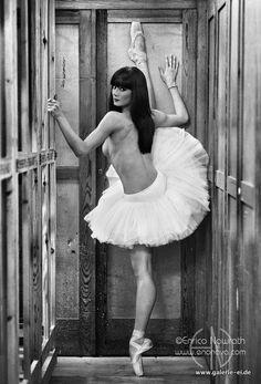 Maria Boumpouli - BallettTanzerin  Werke - Enrico Nawrath - Galerie Ei - Berlin
