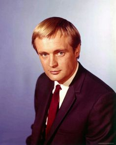 """David McCallum is a Scottish born actor and musician. He's probably best known as Illya Kuryakin a Russian born secret agent in the TV show The Man From U. He most recently stars in NCIS as Dr Donald """"Ducky"""" Mallard Spy Shows, Old Tv Shows, Man From Uncle Tv, History Of Television, David Mccallum, Character Portraits, Famous Celebrities, Classic Man, Music Tv"""