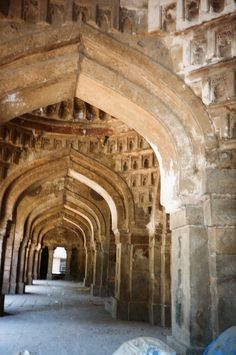 View_of_five_towerredd_passage_inside_the_Mosque.JPG (2048×3089)