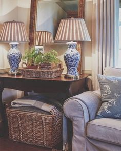 blue and white lamps. would look cute as an entryway table blue and white lamps. Blue And White Lamp, White Lamps, Blue Lamps, Gold Lamps, Blue And White Living Room, Quinta Interior, Home Living Room, Living Room Decor, Decoration Entree