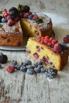 Torta ai frutti di bosco e cioccolato bianco