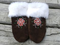 Ladies Med Mitten, handbeaded with red, white and crystal flower, made with chocolate brown leather. Beaded Moccasins, Beaded Lanyards, Native American Crafts, Nativity Crafts, Native Beadwork, Crystal Flower, Steamer, Furs, Bead Art