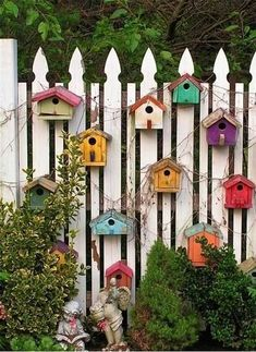 Awesome Fence Art Ideas for Your Backyard_25