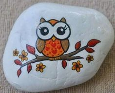 Fall tree with owl. Painted Rock Animals, Painted Rocks Craft, Hand Painted Rocks, Rock Painting Patterns, Rock Painting Ideas Easy, Rock Painting Designs, Pebble Painting, Pebble Art, Stone Painting