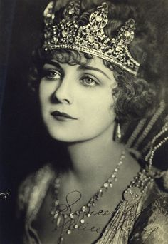 Alice Terry, silent film star- women were so beautiful back then! Silent Film Stars, Movie Stars, Vintage Pictures, Vintage Images, 3 4 Face, Horsemen Of The Apocalypse, I Love Cinema, Liza Minnelli, Photo Vintage