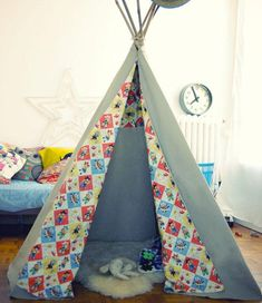 Comment fabriquer un tipi ? - Elodie Leblond - Image Sharing World Diy Teepee, Diy For Kids, Crafts For Kids, Couple Crafts, Diy Projects To Try, Kids Playing, Kids Bedroom, Fabric Crafts, Activities For Kids