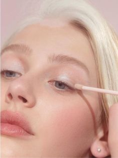Discover how to apply the perfect mascara with our skilled disposition tips, get ideal face using these quick and simple helpful hints. Makeup Inspo, Makeup Inspiration, Makeup Tips, Beauty Makeup, Eye Makeup, Hair Makeup, Hair Beauty, Makeup Ideas, Makeup Tutorials