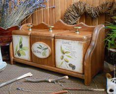 Купить или заказать Набор коробов для специй 'Три оливки' в интернет-магазине на Ярмарке Мастеров. Для уютной кухни. Набор для хранения сухих специй и пряностей,чая,трав,орешков и пр. Искусственно состаренное дерево,цвета 'античный дуб'. Шелковистый,приятный на ощупь. Очень тёплый и уютный по цвету. Внутри коробов гладко отшлифованное дерево,слегка тонированное раствором крепкого кофе,совершенно безопасно для хранения пищевых продуктов. ...........................................