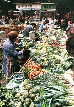 Street Market BCN (pageses a la Boquería) La Boqueria, Traditional Market, World Market, Spain Travel, Farmers Market, Natural, Around The Worlds, Marketing, Places