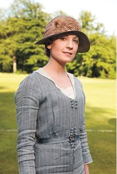 Downton Abbey star Joanne Froggatt - wearing a hand me down from Lady Mary? Matthew Crawley, Downton Abbey Fashion, Lady Mary, Anne Of Green Gables, Favorite Tv Shows, Actors & Actresses, Dame, Beautiful Actresses, Beauty Women