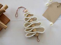 Kerstboomhanger en andere gratis haakpatronen, maar ook koop patronen en haakboeken. Daarnaast handgemaakte accessoires voor babykamer en kinderkamer. Christmas Baby, Christmas Ornaments, Christmas Tree, Crafts For Kids, Diy Crafts, Christmas Crochet Patterns, Air Dry Clay, Chrochet, Free Crochet