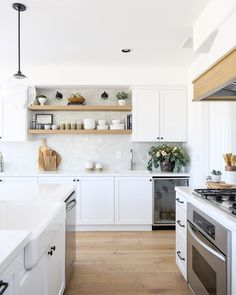 A Home From the Early Gets a Contemporary Transformation Home, Home Kitchens, Kitchen Remodel, Kitchen Design, Sweet Home, Dwell Kitchen, Home Decor Kitchen, Kitchen Interior, Kitchen Style