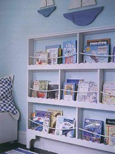 Para os trocentos livros que Caio tem e adora todos. Deixá-los acessíveis e com espaço para os que virão
