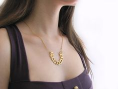Efrat Deutsch - Arch necklace in gold