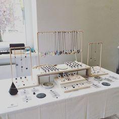 Markets - Belle Accessoires - Accessoires (Schmuck, Schuhe, Taschen, etc. Jewelry Table Display, Jewelry Booth, Accessories Display, Earring Display, Jewelry Holder, Necklace Holder, Retail Jewelry Display, Jewelry Stand, Jewelry Storage