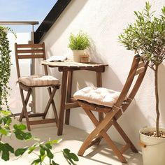 Take advantage of warm weather - even in a small space! - with #IKEA ASKHOLMEN outdoor furniture.