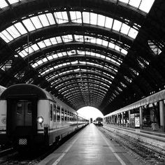 Partenze  #ig_milano #igersmilano #loves_milano #loves_madeinitaly #vivimilano #volgomilano #milanocityufficiale #mymilano #milano_forever #milano_in #train #milanodavedere #instamilano by manu.ldg