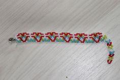 leuke armbandjes van glaskralen en voor jong en oud door de handige lusjes aan het einde