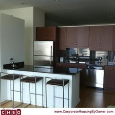 This property is located in downtown Chicago and perfect for a short-term stay. http://corporatehousingbyowner.com/7869