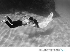 underwater-kiss-trash-the-dress