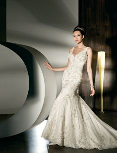 V-neck empire waist trumpet/mermaid lace wedding dress