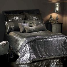 Duvet covers – luxury bedding sets for a glamorous look in the bedroom My New Room, My Room, Dream Bedroom, Master Bedroom, Bling Bedroom, Silver Bedroom Decor, Kylie Minogue At Home, Suites, Bedroom Decor