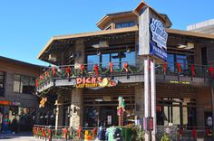Dick's Last Resort - A hilarious restaurant in Gatlinburg with great food and great laughs!