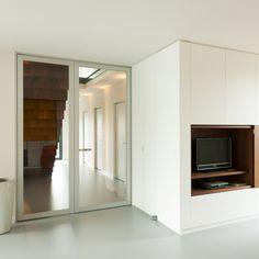 Moderne glazen binnendeur met aluminium frame