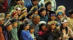 O presidente norte-americano juntou-se a um grupo de crianças numa escola e mostrou os seus dotes de dançarino.