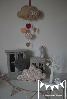 mobile suspension nuage et toiles beige liberty fleuri rose rose poudr et vieux rose dcoration - Chambre Vieux Rose Et Gris