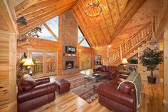 Big Sky Lodge - An amazing 3 bedroom log cabin with 180 degree view of the Smoky Mountains!