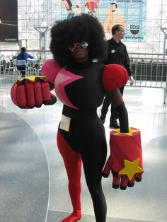 Esther and Raven are finally back (and properly caffeinated) from NYC, and they've got a truckload of pictures to show you! First up is this phenomenal mother-son cosplay team that went as Garnet and. Badass Halloween Costumes, Halloween Dress, Cosplay Costumes, Halloween 2018, Diy Halloween, Amazing Cosplay, Best Cosplay, Garnet Cosplay, Diy Couples Costumes