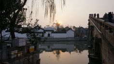 中国の蘇州市の朝焼け