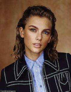 And she looks just as different in the photo shoot inside. Take this androgynous look, for instance. Taylor Swift Looks Almost Unrecognisable In The Latest Wonderland Magazine Androgynous Makeup, Androgynous Look, Taylor Swift Pictures, Taylor Alison Swift, Prada, Taylor Swift Photoshoot, Mullet Hairstyle, New Look Fashion, Nouveau Look