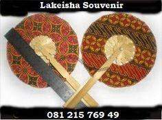 undangan kipas batik KODE KS-5 HARGA 2500 KIPAS BATIK BULAT SOUVENIR free nama dan plastik #souvenir #undangan #kipas