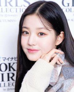 @official_izone • Instagram photos and videos Secret Song, Famous Girls, Starship Entertainment, The Wiz, Ulzzang Girl, Wavy Hair, Asian Beauty, Girl Group, Yuri