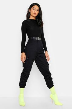 Ladies, we're bringing you all new styles with our pants collection featuring all the must-have cuts, colors, patterns and trends! Alternative Mode, Alternative Fashion, Cute Casual Outfits, Chic Outfits, Fashion Outfits, Jogger Pants Outfit, Barbie Mode, Dance Outfits, Look Fashion