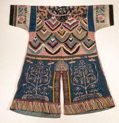 Coat, Bridgegroom's. Golde (Nanai), Siberia, 19th century (1900, Jesup expedition). Cloth (silk, cotton), thread © American Museum of Natural History