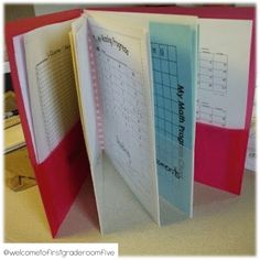 Data Folders for each student. Great for student led SEP conferences. student friendly and can give them ownership of their progress! This is a first grade classroom but easily can be adapted for upper grades. Organization And Management, Teacher Organization, Teacher Tools, Classroom Management, Teacher Resources, Organized Teacher, Teacher Stuff, Organizing, Student Data Folders