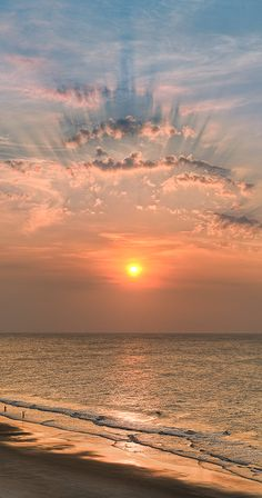 Sunrise on the beach. Beautiful World, Beautiful Places, Beautiful Pictures, Clouds Pattern, Beautiful Sunrise, Amazing Nature, Belle Photo, Cool Photos, South Carolina